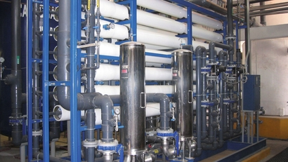 Reverse osmosis skid in a desalination plant